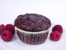 Muffin czekoladowy z wiśniami